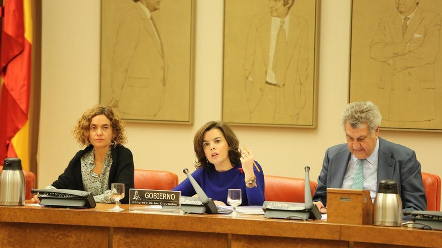 El PSOE y En Comú Podem piden a Santamaría buscar en el Congreso las soluciones al tema catalán