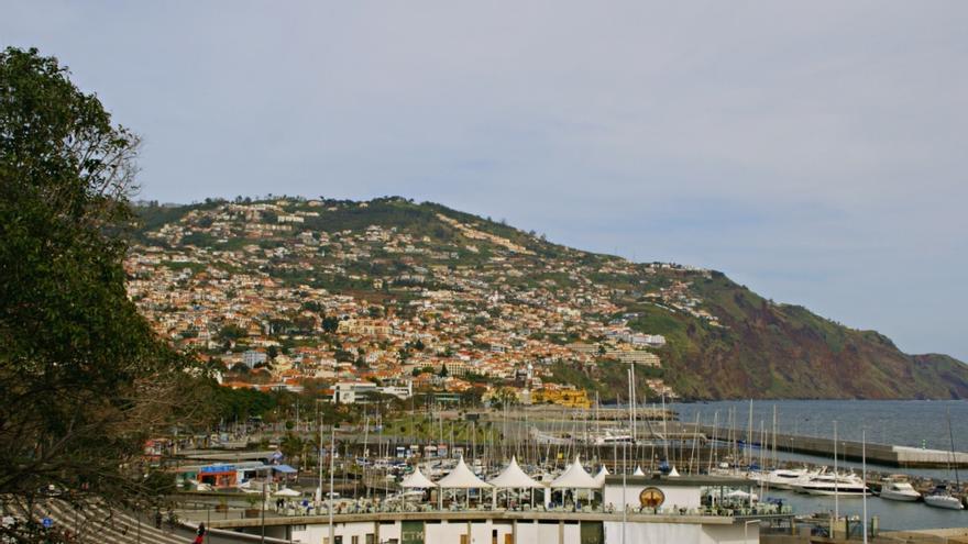 Vista de la marina de Funchal, capital de Madeira