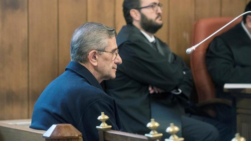 El padre Román, en la primera sesión del juicio por los abusos sexuales en la diócesis de Granada