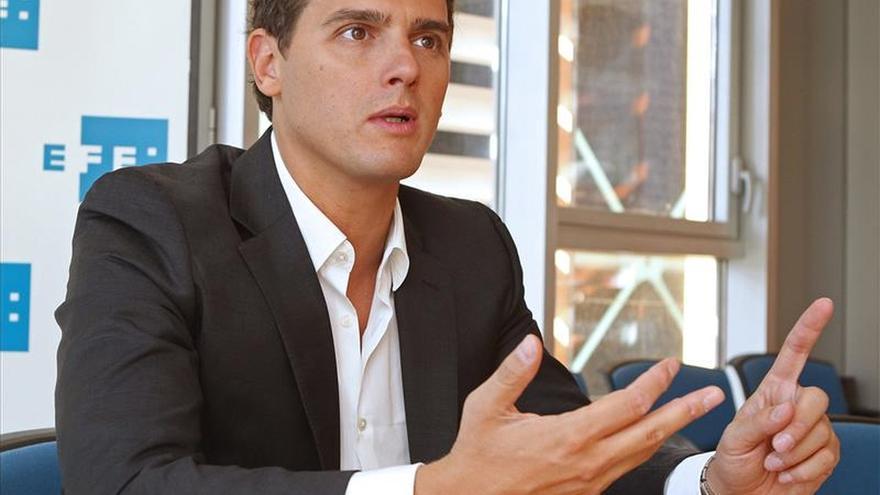 """Rivera afirma que """"el 27S es un invento de Mas para que los catalanes tengan amnesia"""""""