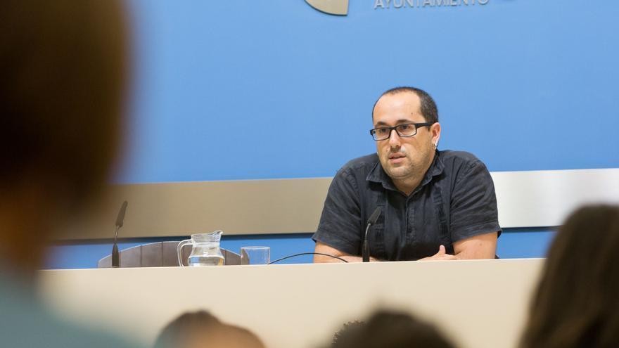El concejal de Servicios Públicos y Personal del Ayuntamiento de Zaragoza, Alberto Cubero, en una imagen de archivo