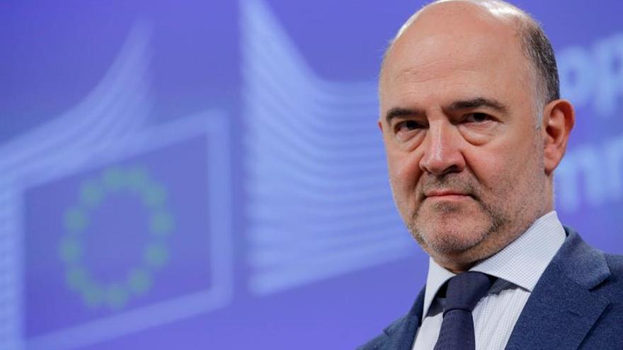 Moscovici: hay que aplicar con inteligencia las reglas del déficit con España