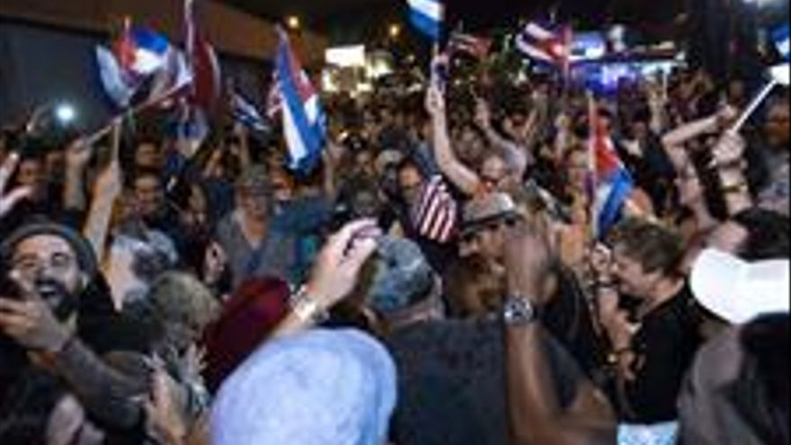 Cubanos celebrando la muerte de Fidel Castro en Miami