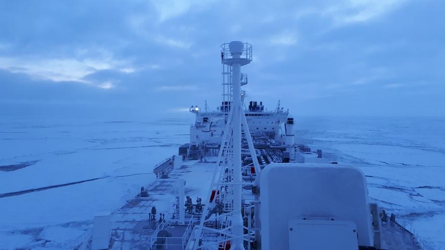 El buque Eduard Toll, en su singladura invernal por el Ártico / Teekay.