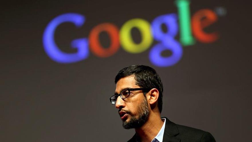 Snowden y el consejero delegado de Google apoyan a Apple en su batalla contra el FBI