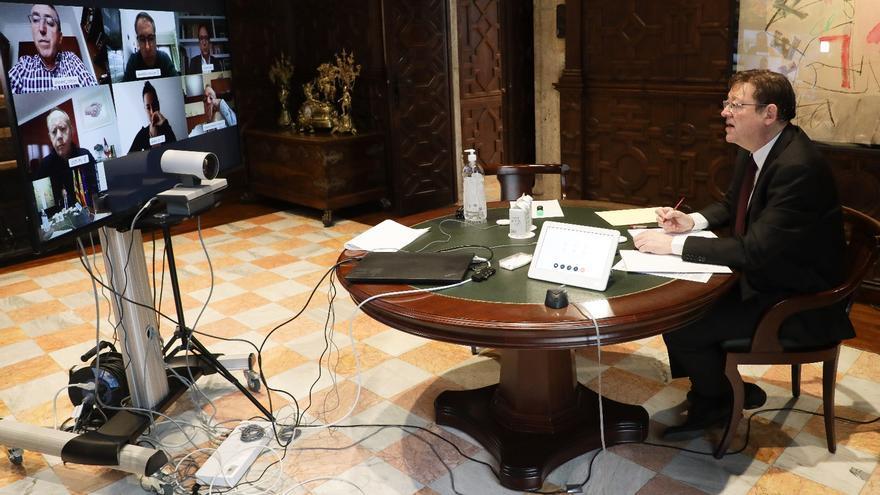 El presidente de la Generalitat, Ximo Puig, con los agentes sociales.