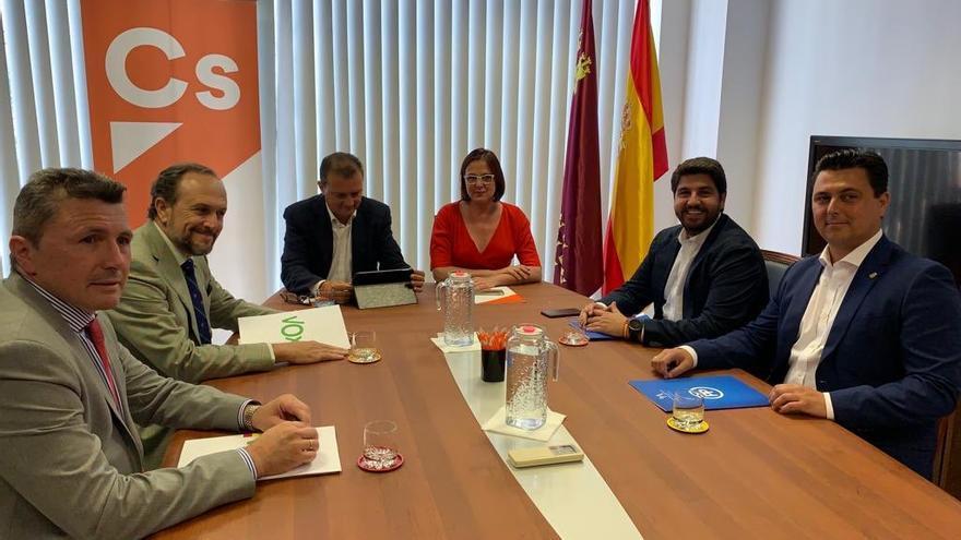 Los comités negociadores de PP, Cs y Vox se reúnen por tercera vez para desbloquear la investidura de López Miras