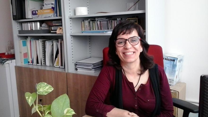 Carmen Caro, en su despacho de la Facultad de Enfermería de Sevilla