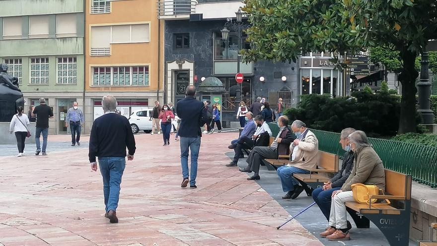 Gente por la calle.