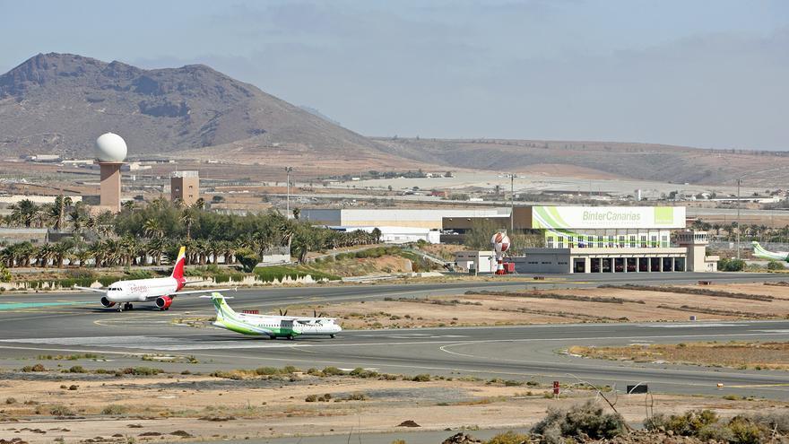 """El Gobierno canario cree que la implantación de las PCR en los aeropuertos será """"casi inmediata"""" cuando se superen los obstáculos administrativos"""