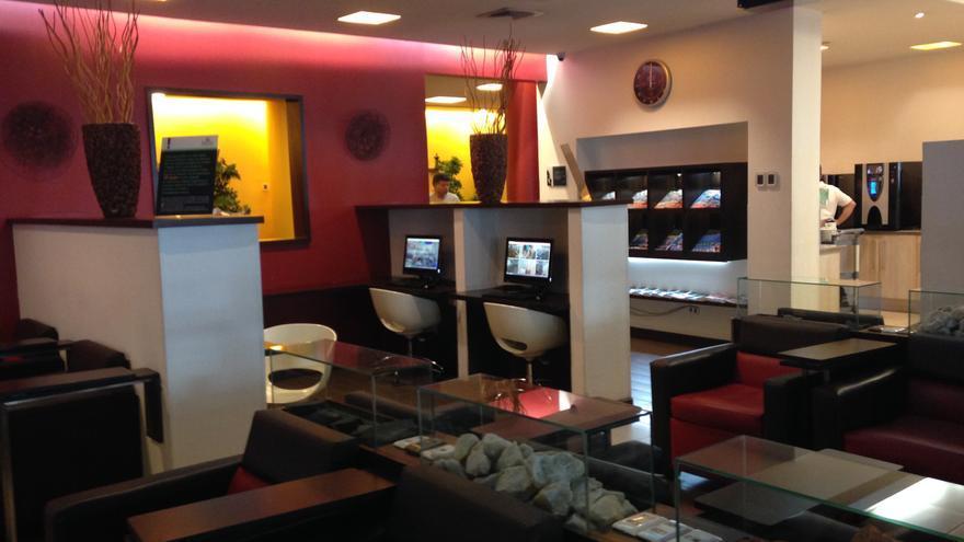 Interior de una sala VIP en un aeropuerto