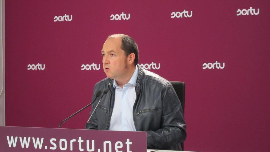 """Barrena (Sortu) advierte de que la actual Ertzaintza """"no sirve para el nuevo tiempo político"""""""