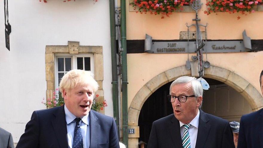 El primer ministro británico, Boris Johnson, y el presidente de la Comisión Europea, Jean-Claude Juncker.