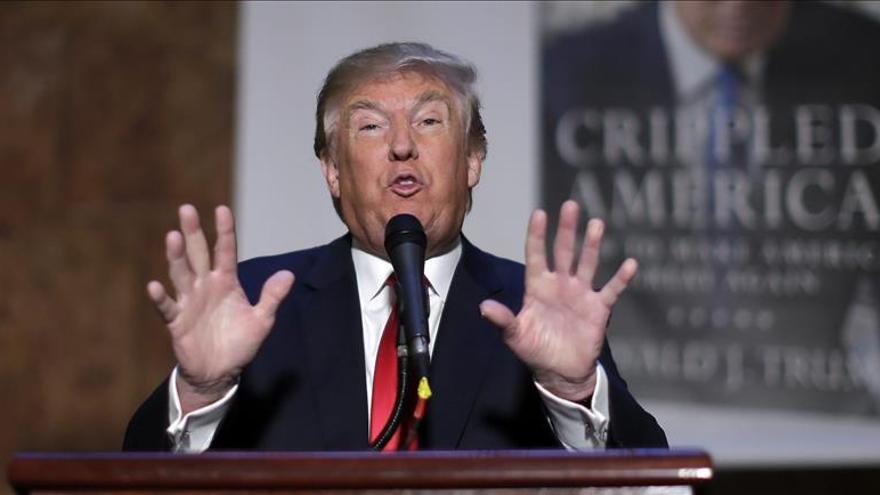 """Trump presenta libro para """"decir la verdad sin censura"""""""