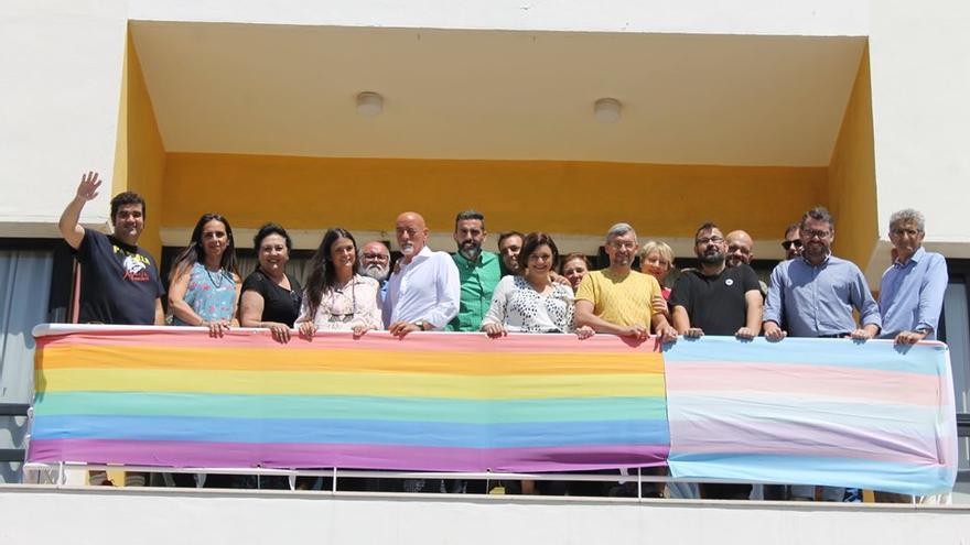 Izado de la bandera LGTBI en el ayuntamiento de Torremolinos | Facebook