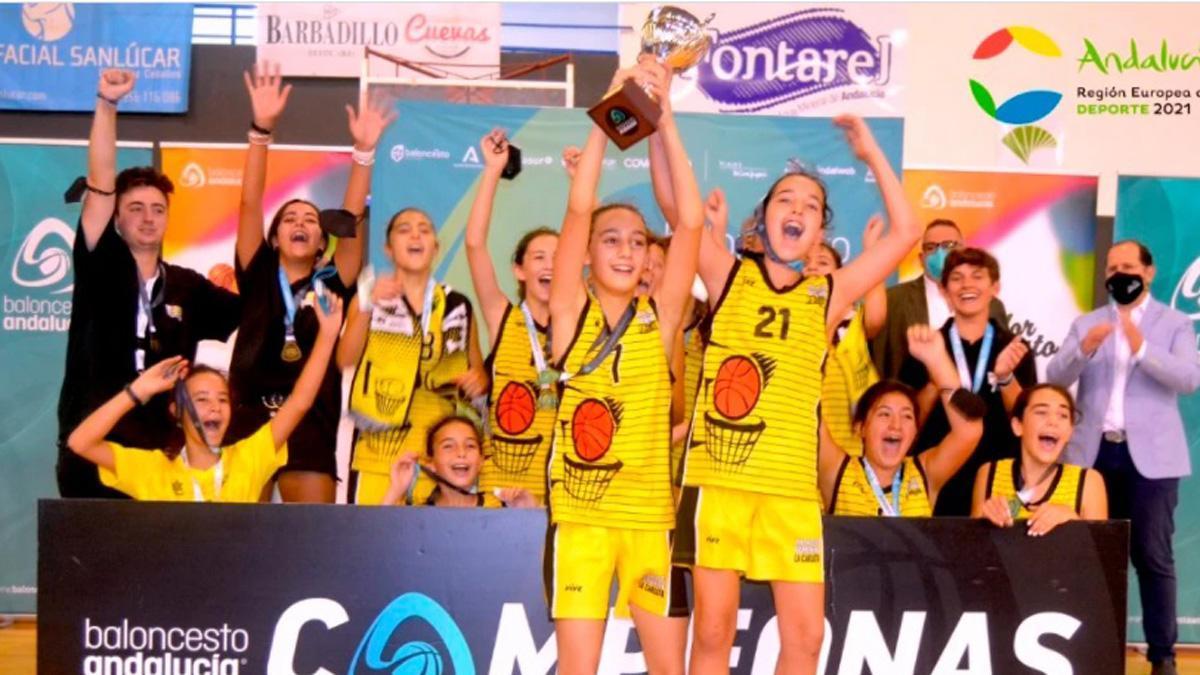 Las jugadoras de La Carlota celebran su triunfo autonómico