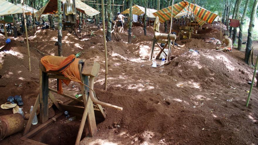 Mina de gemas en Andong Neas, Camboya / Carlos Hernández