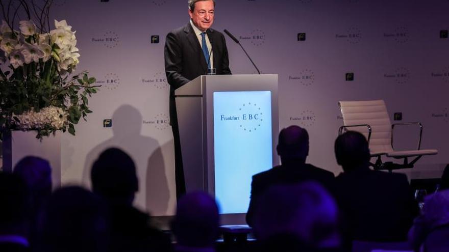 El BCE dejará de comprar activos en enero pese al debilitamiento económico