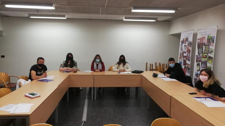 Alumnado que parte en los próximos días a su destino europeo junto con Sonia García, jefa de la sección de Formación Profesional.