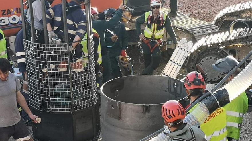 Efectivos de la Brigada de Salvamento Minero descendiendo el túnel | Foto de Alfonso Rodríguez Gómez de Celis