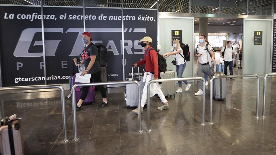 """Canarias prevé una caída del 23% del PIB a final de año por su dependencia del turismo: """"Recuperar la conexión aérea será el principal objetivo"""""""