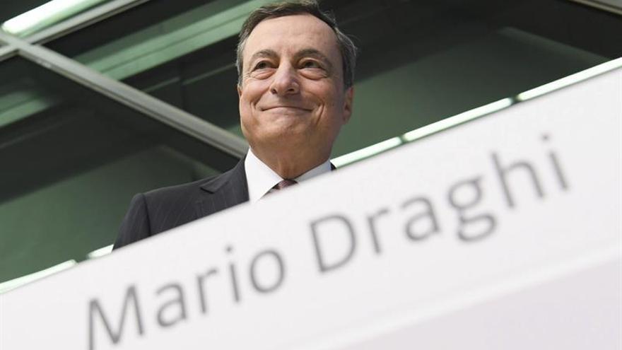El BCE eleva una décima el crecimiento de este año hasta el 1,7 por ciento y del 1,6% en 2017 y 2018
