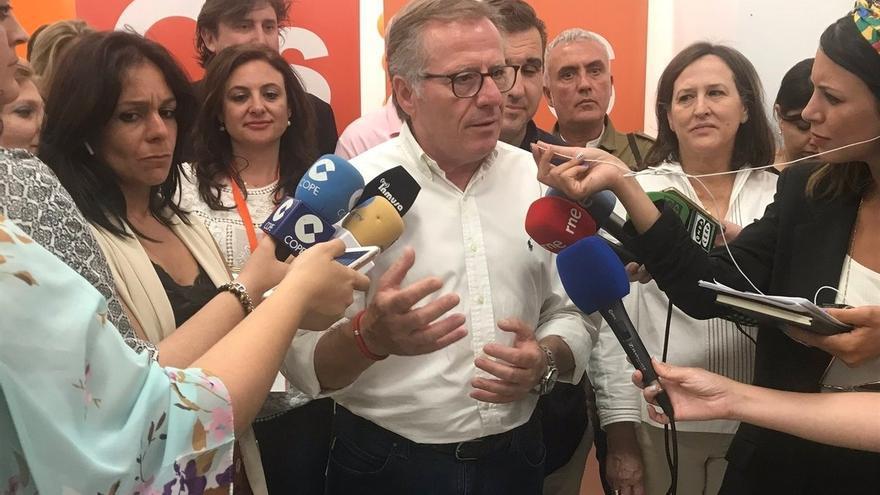 """El único diputado de Cs, nuevo presidente de Melilla en una sesión bronca con el PP al grito de """"traidor"""""""