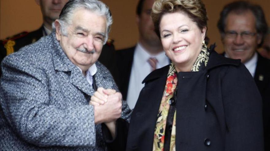 Mujica viaja a Brasil con un retraso de cuatro horas para reunirse con Rousseff