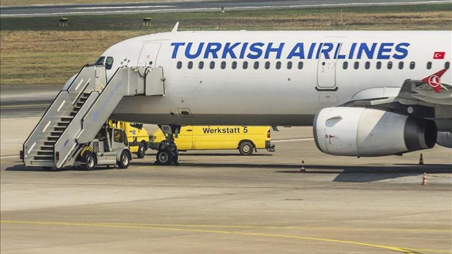 La Policía no encuentra nada en el avión turco desviado a Canadá por una amenaza de bomba