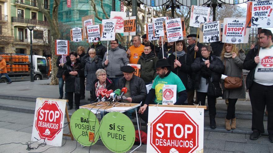 Stop Desahucios se concentrará frente a la sede central de Kutxabank.