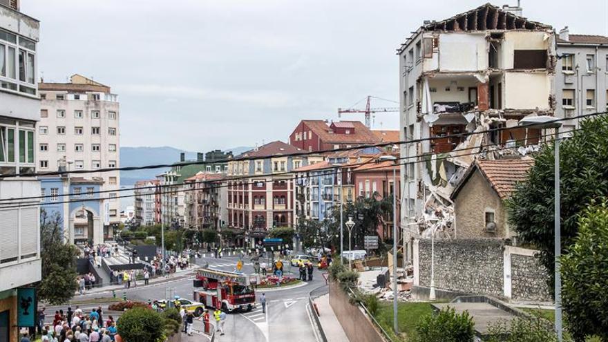 Se derrumba parte de un edificio desalojado esta mañana en Santander