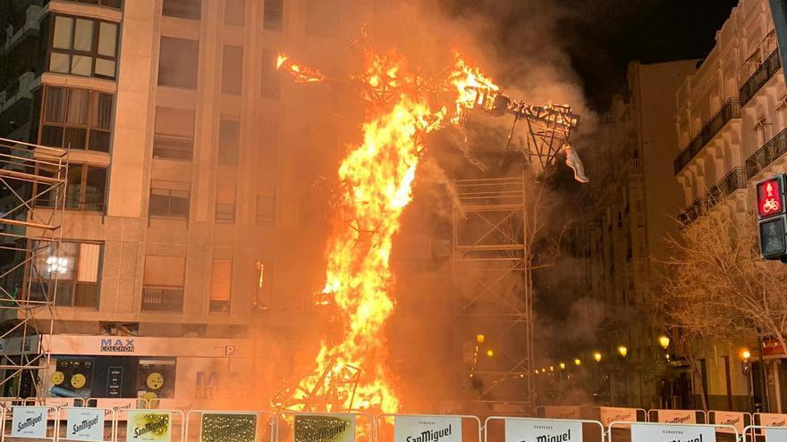 La falla de Reino de Valencia-Duque de Calabria en llamas víctima de un acto vandálico