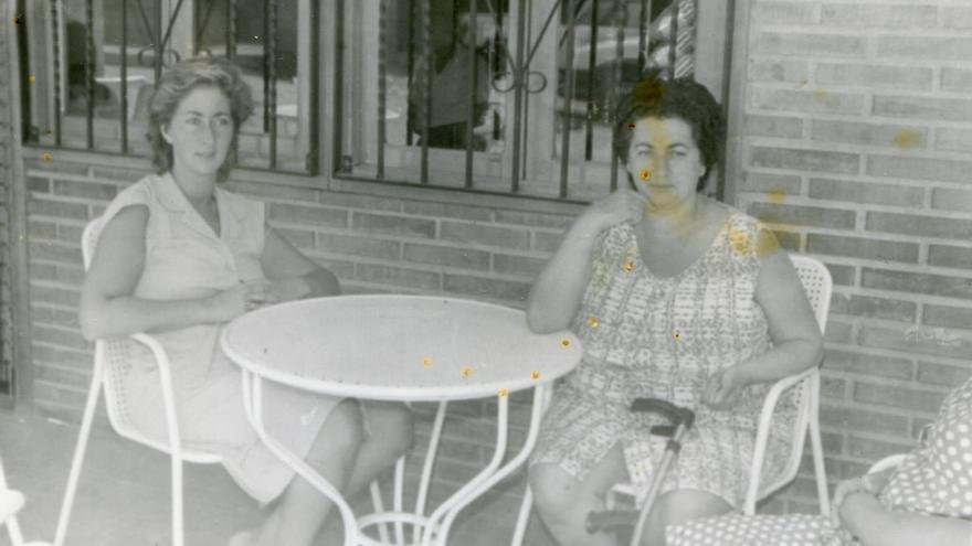Ana y su madre, Francisca, cuando esta última ya era dependiente por las secuelas de un derrame cerebral.