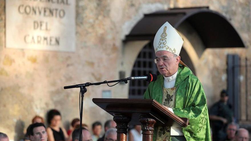 """El Gobierno se quejará al Vaticano por la """"injerencia"""" del nuncio con Franco"""
