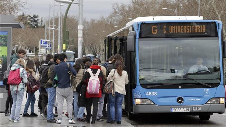 Más viajeros en metro y récord en autobús por la norma antipolución en Madrid