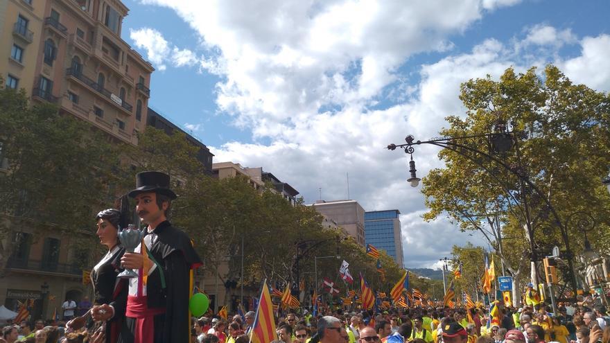 Un minuto de silencio por los atentados abre la manifestación con miles de asistentes