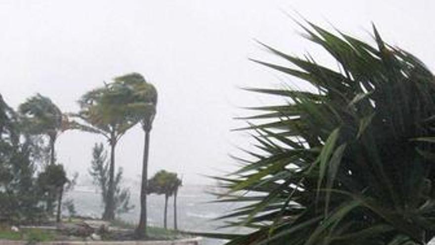 El huracán 'Paloma' amenaza al centro y al oriente de Cuba