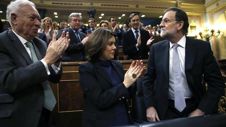Rajoy acusa a Sánchez de sembrar incertidumbre y frenar la iniciativa económica