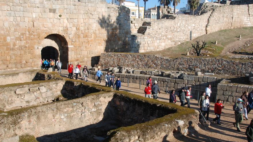 La ruta en la Alcazaba árabe, en una edición anterior / Foto Club de Senderismo Emérita Augusta