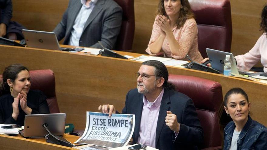 Las Cortes valencianas piden desmantelar la central de Cofrentes en 2021