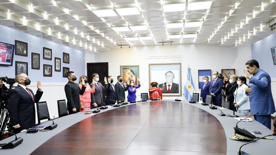 Nicolás Maduro juramenta a siete nuevos ministros, entre ellos el nuevo canciller