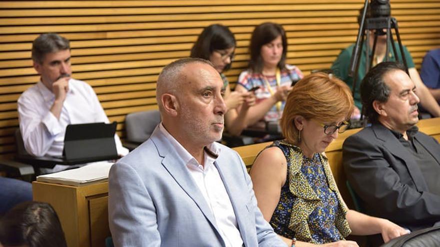 Josep López, en la comisión sobre la radiotelevisión pública en las Corts Valencianes.