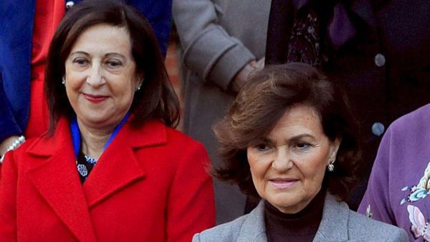 Margarita Robles y Carmen Calvo en Moncloa.