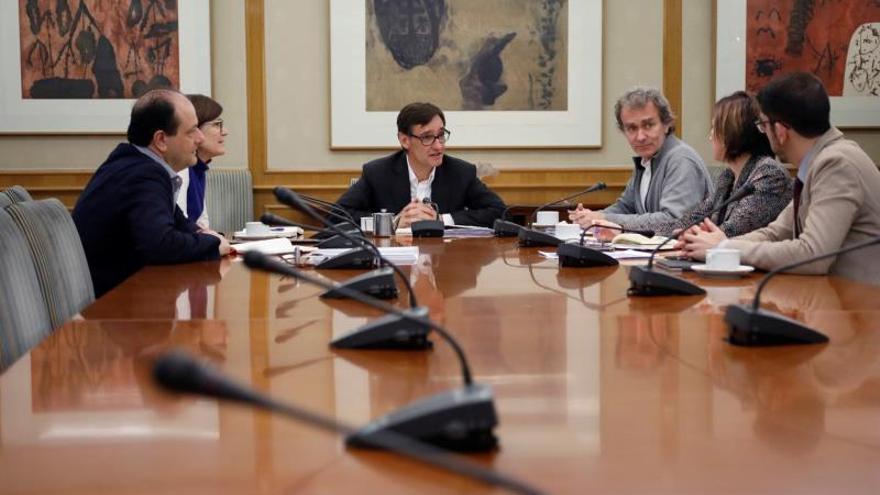 Comisión de seguimiento del coronavirus de este miércoles, presidida por el ministro Salvador Illa, a su lado Fernando Simón.