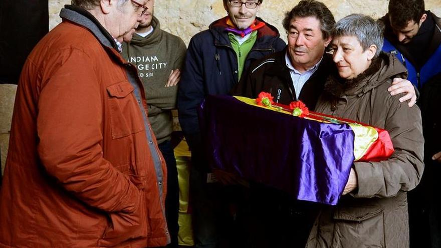 Lluvia y recuerdos ante las fosas sin nombre de penal de Valdenoceda (Burgos)