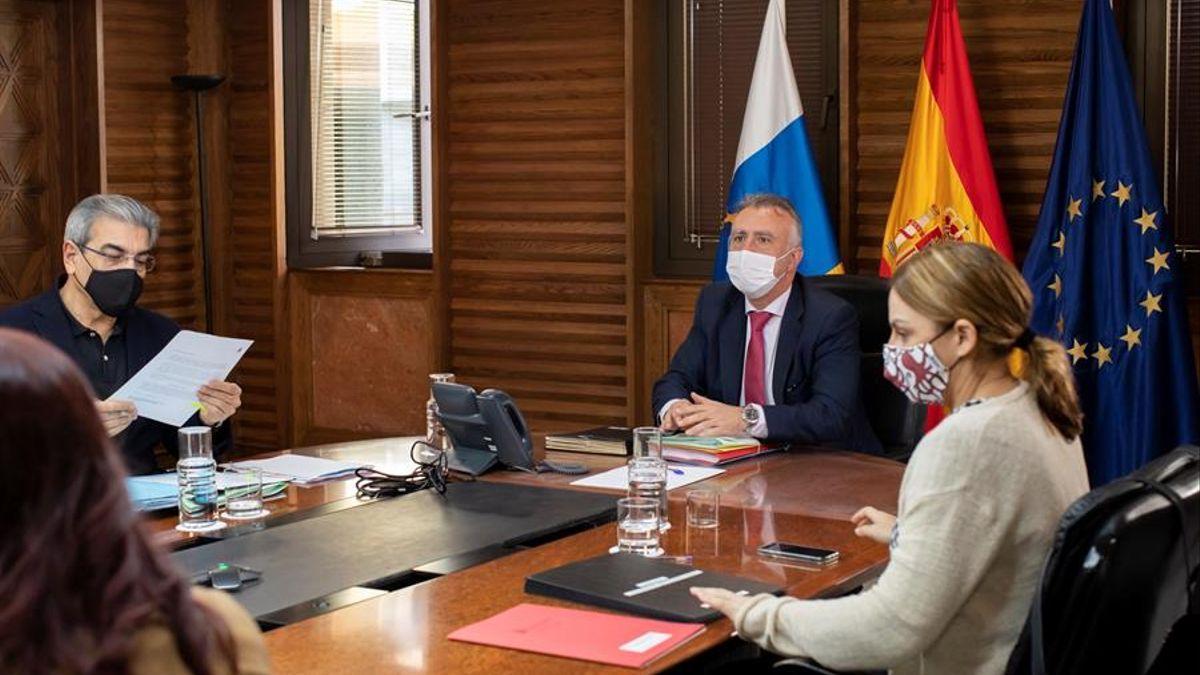 Imagen de archivo de un Consejo de Gobierno. Efe / Quique Curbelo