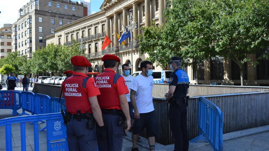 Control de acceso a la Plaza del Castillo de Policía Municipal y Foral