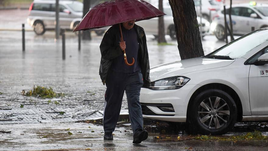 Inundaciones en la avenida de los Almogávares | TONI BLANCO
