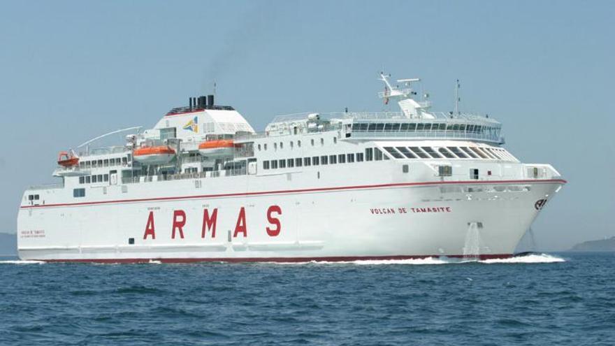Uno de los barcos de la Naviera Armas.