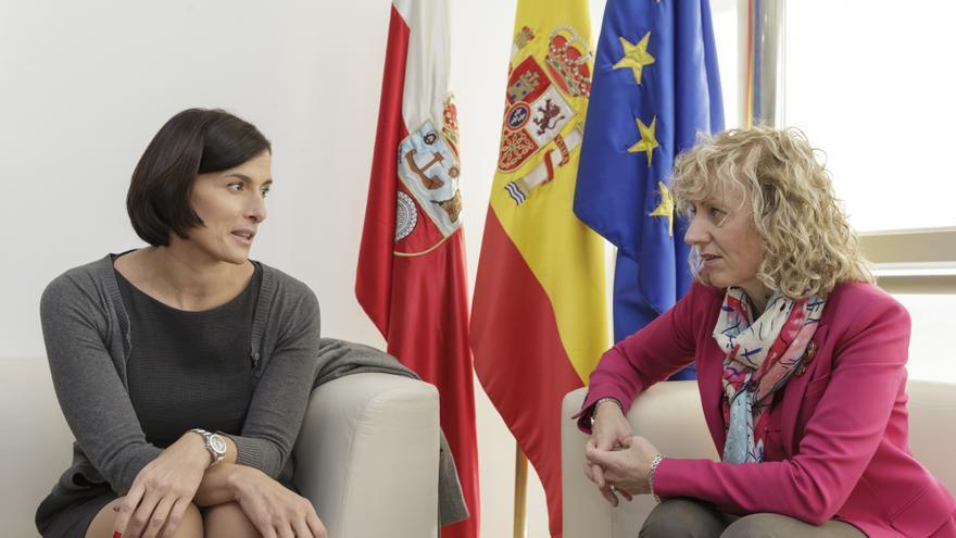 Gema Igual y Eva Díaz Tezanos durante la reunión en el Gobierno de Cantabria.   RAÚL LUCIO